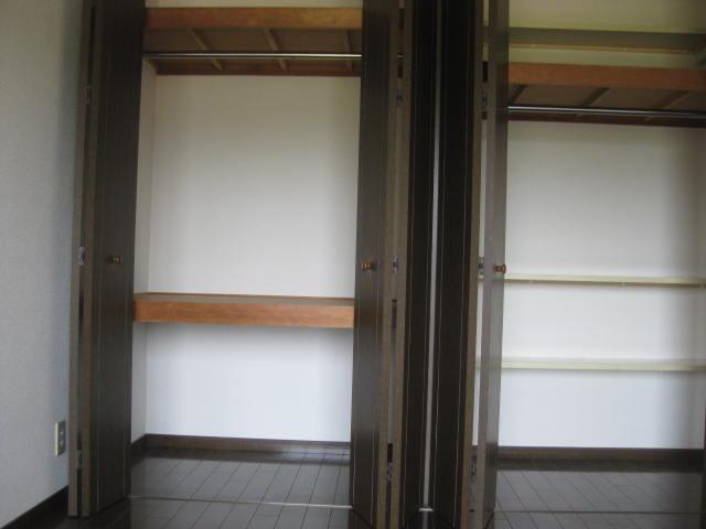 南側洋室収納2