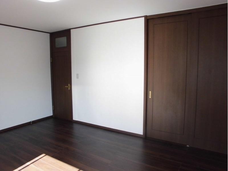 洋室10帖入り口ドア