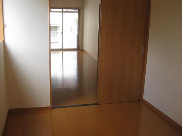 1階洋室よりダイニング