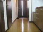 廊下より玄関方面の写真