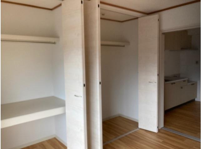南西洋室クローゼット内部